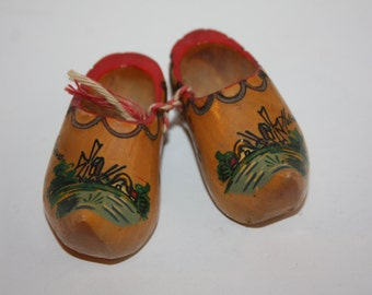 Pair Vintage Holland Miniature Wooden Shoes/Holland Souvenir/Painted Wooden Shoes