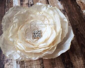 Ivory Crushed Taffeta Bridal Hair Flower / Ivory Broach / Ivorye Flower Facinator / Ivory Bridal Hair Comb