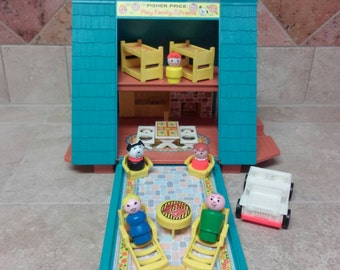 """Vintage Fisher Price Little People Play Family """"A"""" Frame House"""
