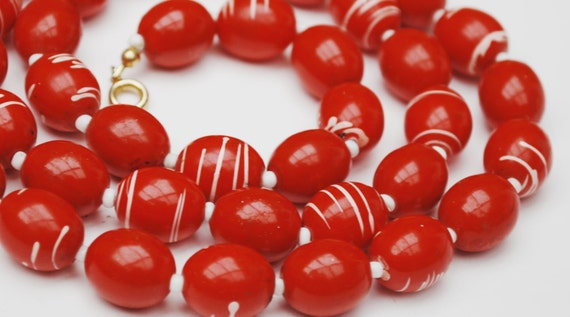 Red White Bead Necklace Vintage Mod swirl plastic bead necklace