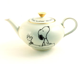 Snoopy Woodstock Peanuts Porcelain Teapot Keep Looking Up The Secret Altered Comic Charles M. Schulz Gold Rim Sugar White Brown Romantic