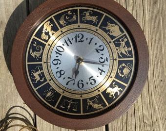 Spartus Horoscope Zodiac Electric Calendar Astrology Round Wall Clock Vintage