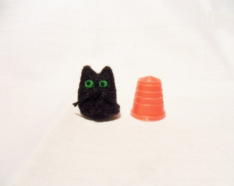 Needle Felted Micro Cat - miniature cat - 100% merino wool - micro animal - wool felt cat - felted cat