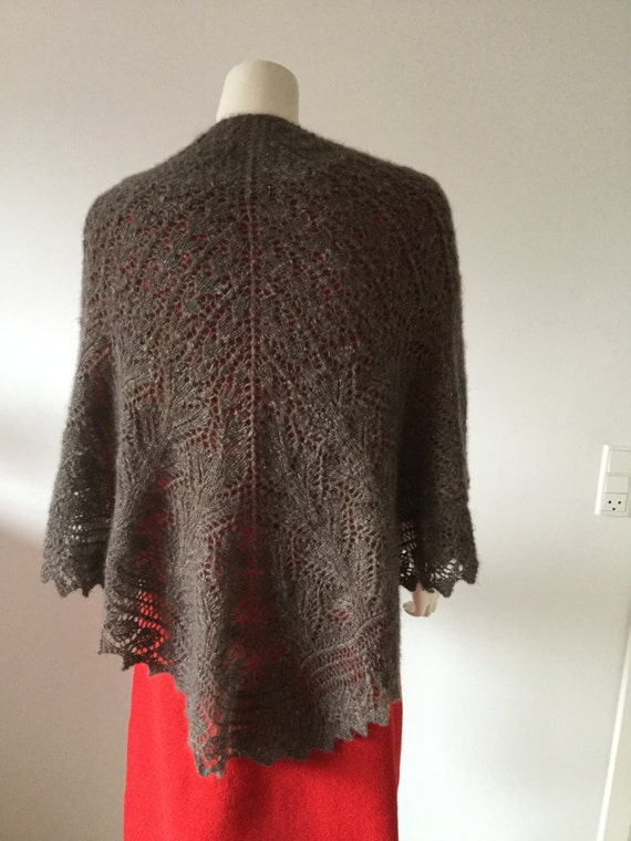 Qiviut Knitting Patterns : QIVIUT shawl hand knitted with 3 different lace by Made4Umnn