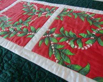 Hawaiian Christmas Quilted Table Runner, Mele Kalikimaka, Tropical Holiday Decor, Beach Home Gift, Maile Lei, Red, Green, Handmade in Hawaii