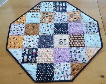 Reversible Halloween Hexagonal Patchwork Table Topper, Witches, Mummies, Vampires, Spiders, Spiderwebs, Jack-O-Lantern, Stars, Spooky Runner