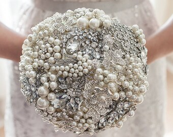Brooch Bouquet, ivory silver crystal wedding bouquet, pearl bouquet. Rich classic pearl bouquet, bridal bouquet.