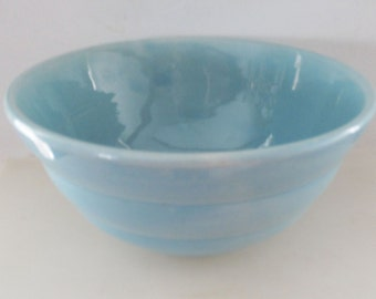 Vintage Sky Blue Glossy Art Deco Bauer Beehive Bowl Size 24 5-cup capacity Ringware