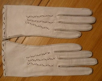 Vintage Leather Dress Gloves 60's Ivory Lambskin Driving Gloves Unlined Brown Top Stitching Size 6 1/2