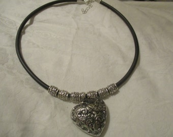 Heart pendant on rubber thong with silver tone beads