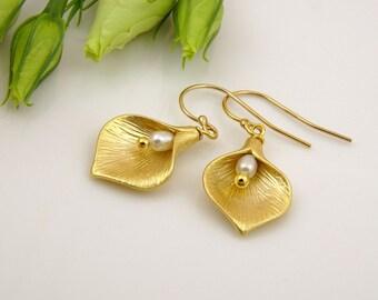 Calla Lily Earrings Cute Earrings Freshwater Pearl Earrings Gold Earrings Flower Jewelry Romantic Gifts for Women