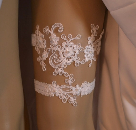 Vintage Lace Wedding Garter Set: Items Similar To Ivory Or White Wedding Garter, Bridal