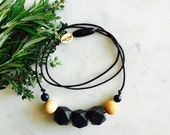 Minimalist Nursing Necklace, Modern Chewable Necklace, Natural Maple Wood and Silicone Bead Necklace, Baby – Black – Myra