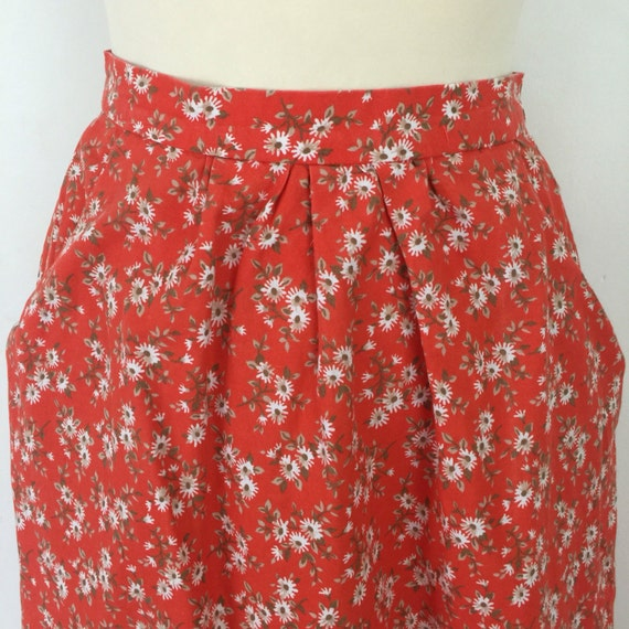Vintage floral skirt high waisted red cotton flowery UK 8 US 4 1970s does 1950s pockets daisy print gathered skirt mom length ditsy