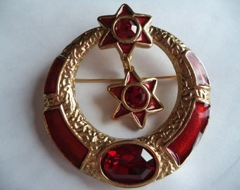 Vintage Signed Butler and Wilson Goldtone/Red Dangling Heart within Circle Brooch/Pin