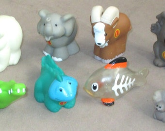 Fisher-Price Little People eight Alphabet Animals
