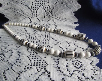 vintage  NECKLACE :  Black and White Beaded Necklace ;Japan**Jewelry