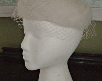 Vintage Ladies Cream Topper/Birdcage Hat