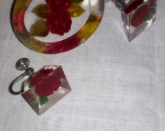 Beautiful Red Rose Acrylic or lucite Brooch and earrings set near mint