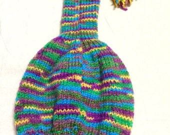 Sweet little woolen cap for children. Very well made, in beautiful colours. Swedish pattern