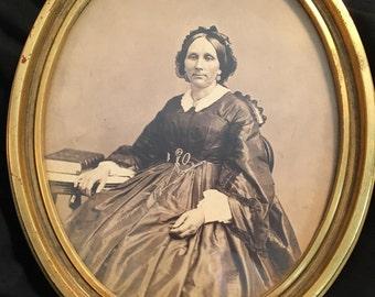 Mystery lady oval portrait