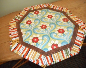 Small Quilt..1970's Hexagon Table Topper