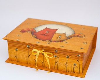 LOVELY CAT FAMILY, wooden box, memory box, jewellry box hand made, Illustration on Wood, Painting on Wood, Family gift, Valentine's gift