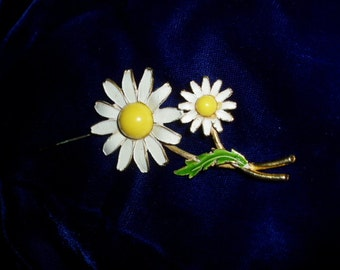 70s Enamel Double Daisy Flower Pin WEISS  Retro Mod Jewelry