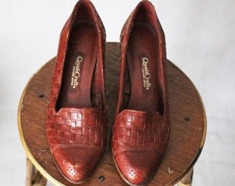 SALE 40% OFF Vintage 1970's Heels || Dark Red Leather with Stacked Wooden Heel || Women's US 8.5