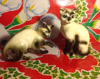 Vintage pair of hand painted ceramic Siamese cats