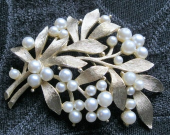 Vintage Trifari  Pearl and Brushed Gold Brooch