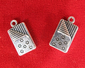 "5pc ""blanket / quilt"" charms in antique silver (BC1068)"