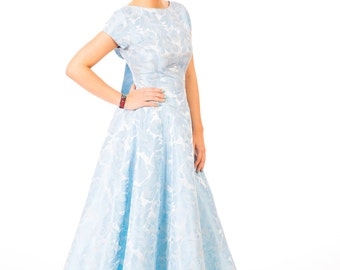 Hermoso azul original de 1950 brocade vestido con arco en condiciones impecables