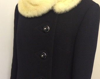 Redused- 50s 60s Vintage Black Coat with Fur Collar