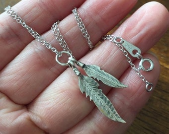 Oxidized sterling silver - Small 2 feathers Necklace.  feather necklace. Tiny charm Necklace. Everyday Jewelry, Minimum Jewelry