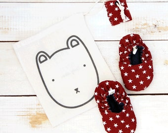 Stars maroon reversible baby shoes