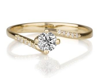 Beautiful 0.35ct White Sapphire and Diamonds Engagement Ring Yellow Gold 14K