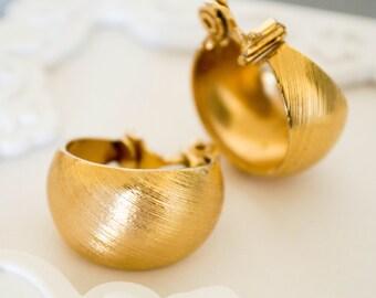 Vintage signed MONET gold tone hoop earrings -Clip ons--Vintage earrings--Retro earrings-vintage MONET earrings