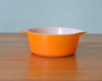 pyrex USA 472 1 1/2 bowl ovenware orange ovenware