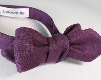 Dark dusty plum / gridelin dyed European linen+cotton bow tie in a slim profile. Adjustable self-tie.