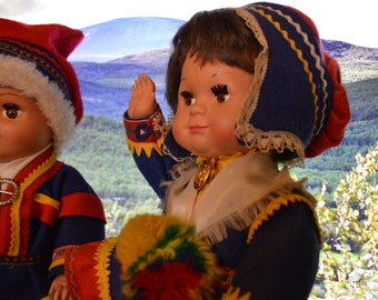 Saami doll couple. Vintagel saami dolls. Souvenir dolls from Lapland, Finland