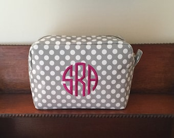 Cosmetic Bags, Personalized Polka Dot Make Up Bags, Monogram Cosmetic Case,   Spa Accessory Bag,   Bridesmaid Gift, Wedding Party Gift
