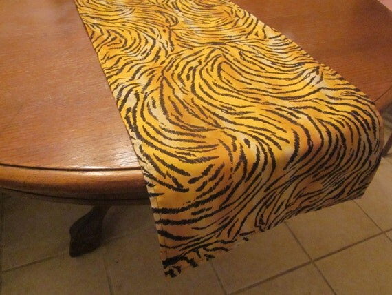 Giraffe Print Table Runner, Safari Party Decorations, Baby Shower, Birthday  Party, Wedding, Graduation, Zoo Party, Jungle Party, Animal Prin