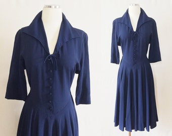 Vtg 30s 40s NAVY DRESS - drop waist - midi - LARGE collar - deep V neck - minimalist - sz S