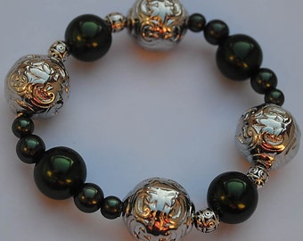 Poison green and metal bracelet