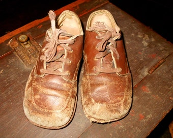 VINTAGE SHOES / Child-sized Tatty Brown Leather shoes / Scuffed to Primitive perfection