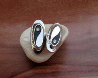Yin Yang Balance Symbol Silver Tone Cufflinks Cuff Links Man's Gift Hickok Signed