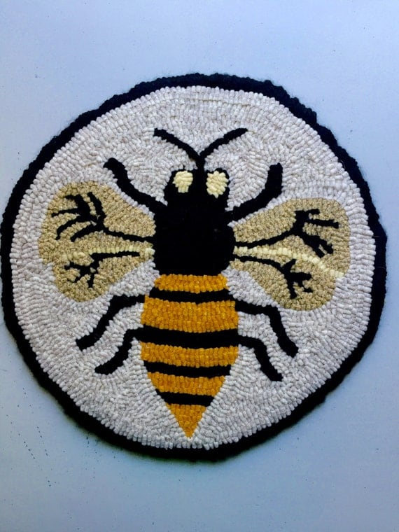 "Hooked rug chair pad ""Buzzy Bee"" pattern, honey bee, hooked rug pattern, rug hooking pattern,chair pad, rug hooking supply."