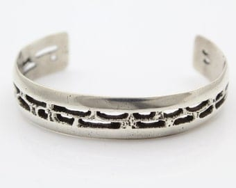 Vintage Brutalist Cuff Bracelet in Sterling Silver. [7908]