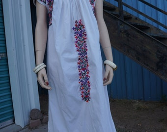 60's Mexican Embroidered Festival Dress, Vintage Oaxacan Wedding Dress, 70s Hippie Mexican Wedding Dress, Oaxacan  Hippie Boho Dress